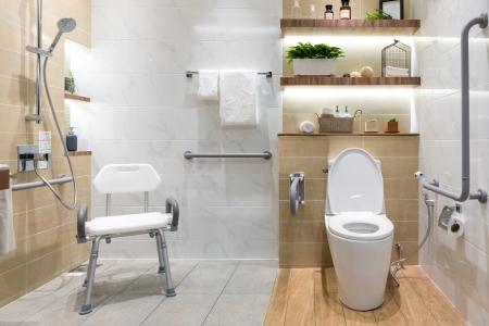 la salle de bains pour personne à mobilité réduite