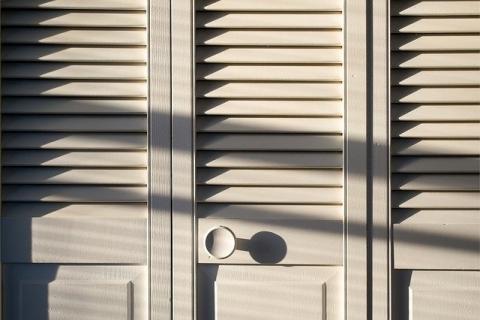 Les différents types de placards en bois ainsi que les types d'ouvertures